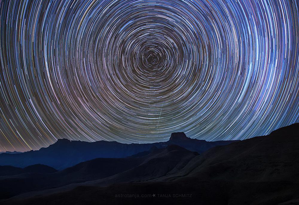 Drakensburg Amphitheatre star trail